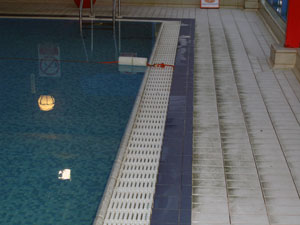 swimming pool tiles cleaning chelmsford